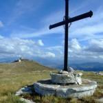 la croce...sullo sfondo rocca calascio