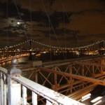 luna piena sul Manhattan Bridge